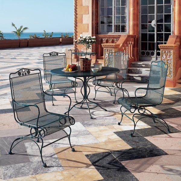 Woodard Briarwood outdoor dining furniture