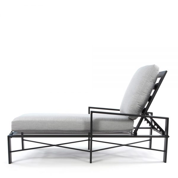 OW Gios chaise lounge side view